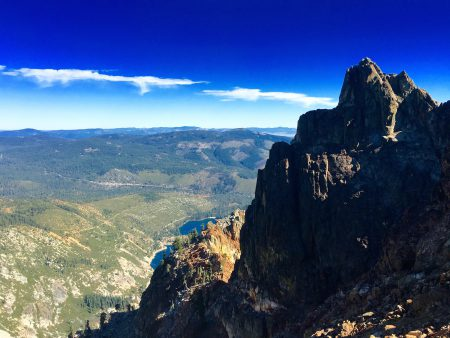 Sierra Buttes look out over Lakes basin